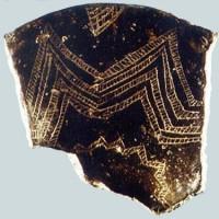 Frammento di vaso dell'età del Rame (V-IV millennio a.C.) con decorazioni a unghiate.