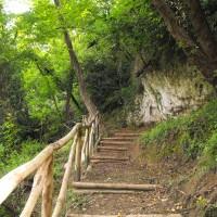 Sentiero del Parco Archeologico preistorico di Piano di Mommio (Massarosa).
