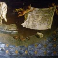 Tela con i reperti rinvenuti nel '700, esempio di  pavimento in marmo e di statue nelle nicchie delle pareti. Museo Nazionale di Villa Guinigi a Lucca.