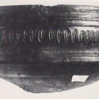 Ceramica d'impasto buccheroide di produzione locale o regionale (VII-VI secolo a.C.).