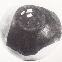 Ciotola d'impasto buccheroide con iscrizione (VI secolo a.C.).