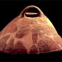 Grande coperchio in ceramica d'impasto (VI-V  secolo a.C.)