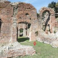 Ruderi del triclinio poi trasformato in frigidario (H), zona termale della villa d'otium. Massaciuccoli, Massarosa.